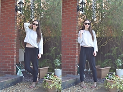 Nina JC - We Are Cow Grey Crop Top, New Look Black Ruched Hem Trousers, New Look Beige Gladiator Sandals, H&M Sunglasses - Spring Casual