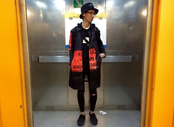 Do B - Thisisneverthat Bucket Hat, Thisisneverthat Coat, Nike Hoodie, Topshop Jamie Jeans, Vans All Black, Alexander Wang X H&M Backpack - Thisisneverthat
