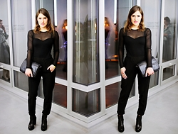 Ūla U. - H&M Black Top, Zara Black Semi Suit Pants, Chunky Heels - All black