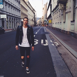 Richy Koll - Vans Sneakers, H&M Jeans, H&M T Shirt, Zara Leather Jacket, Asos Bagy, Lifestyle - Looks like nyc. dammn shit it is austria !!!
