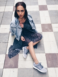 Agnija Grigule - Adidas Zx Flux 2.0, H&M Snake Print Dress, Vintage Store Oversized Denim Jacket, H&M Head Jewellery - DENIM X GREY