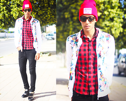 Abdrahim Msiah - Modekungen Beanie, Giantvintage Sunglasses, Sammydress Sneakers - WHERE R U NOW