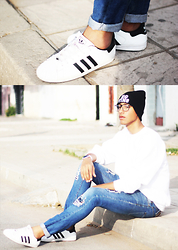 Abdrahim Msiah - Modekungen Beanie, Giantvintage Glasses, Swatch Watch, Adidas Sneakers - SAY SOMETHING