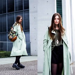 Laura - Weekday Coat, Mipac Backpack, Vero Moda Pullover, New Look Shorts, Vagabond Shoe - Mint green spring