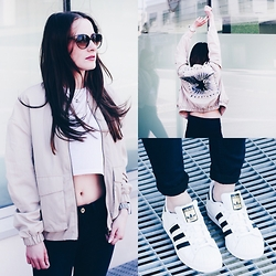 Paulina Bednarek - H&M Jacket With Embroidery, H&M Ribbed Jersey Top, H&M Skinny Jeans, H&M Sunglasses, Adidas Superstar - LOOK SO COMFY