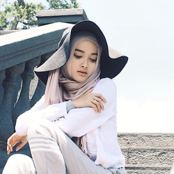 Puteri Hasanah Karunia - Cotton On Sporty Pants, H&M Floppy Hat - And it became so clear ..