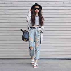 Amy Ha - Brandy Melville Usa Caroline Sweater, Forever 21 Boyfriend Jeans, Birkenstock Arizona - Hump Day