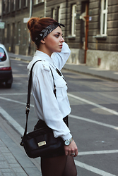 Paula Balicka - Noname Bag, New Yorker Shorts, H&M Shirt, Ray Ban Sunglasses, Timex Watch - G-EAZY_FAR ALONE