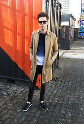 Jordi - Weekday Collection Lord Trench, Acne Studios College Degrade Sweatshirt, H&M Jeans, H&M Shoes - Degrade