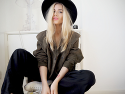 Isabella Thordsen - Asos, Urban Outfitters - Suede jacket and fedora hat