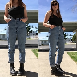 Haalen Agee - Chiffon Tanktop, Eddie Bauer High Waisted Jeans, Dr. Martens Dr Boots - Mom Jeans!