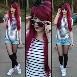 Lea Brande - Primark T Shirt, Newyorker Short, Primark Shoes, H&M Sunglasses - Anker Stripes