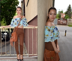 Marija M. - Choies Ruffled Off Shoulders Top, H&M Tan Jeggings - Off the shoulders
