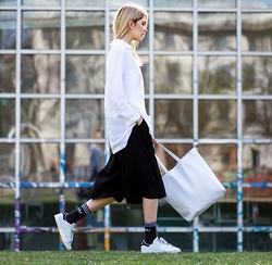 Ebba Zingmark - Urban Outfitters Shirt, Urban Outfitters Pants, Urban Outfitters Bag, Adidas Socks, Adidas Sneakers - CROSSLINKING
