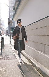 Curtis Yu - Dresscodetw Trenchcoat, Adidas Originals Stan Smith, Fendi By The Way Bag, Balenciaga Sunglasses - Osaka breeze