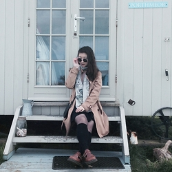 Anna S. - Esprit Trenchcoat, H&M Scarf, Dr. Martens Brown Maryjanes - Caravanning