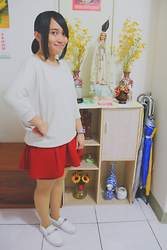 Dianne G. - Muji Creamy White & Heather Grey 3/4 Sleeve Batwing Top, Gu Red Orange Skort, Gu Flesh Stockings, River Island White Plimsoll Shoes W/ Silver Chunky Chains - Japanese Simplicity