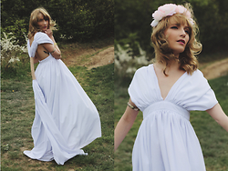Chloe From The Woods - Palmeryal Long White Dress - Lost in the woods