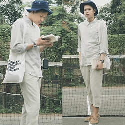 Muallif Fachrozi - Unbranded Bucket Hat, Unbranded Grey Shirt, Pentax Q10 Watch, Hibou Tote Bag Canvas, Unbranded Tartan Pants, Air Walk Flat Shoes - Japan Inspiration