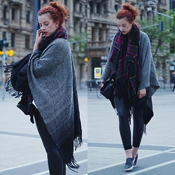 Deliah Alexandra - New Look Cape, Asos Scarf, Calzedonia Leggings, H&M Sneakers - Where worlds collide