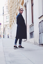 Richy Koll - Nike Sneakers, Zara Jeans, H&M Coat, Ray Ban Glasses - RichyWHO?