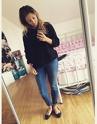 Alice Smith - Other Stories Black Jumper, Topshop Jamie Jeans - Casual friday