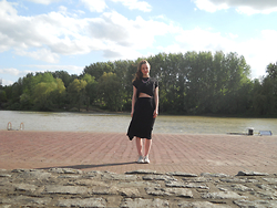 Iris K - House Of Lou Statement Necklace, H&M Top, Monki Skirt, Converse All Stars - Into the wind