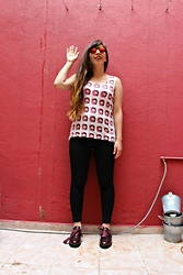 Karen Cardiel - Emoji Tank Top, Circular Sunglasses, Capa De Ozono Burgundy Oxford Shoes - HI ... I´m the emoji girl