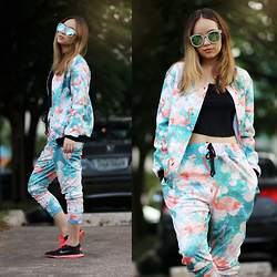 Ana Luísa Braun - Mr. Gugu & Miss Go Outerwear, Mr. Gugu & Miss Go Sweatpants, Choies Cropped, Zerouv Sunglasses - FLAMINGOS