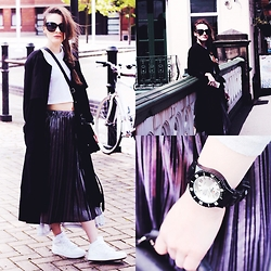 Paulina Bednarek - H&M Coat, H&M Croptop, Topshop Skirt, Nike Sneakers, Ikenwatches Watch, Zerouv Sunglasses - Wilford Rd