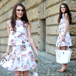 Iwińska .com - Izabela Iwińska, Izabela Iwińska, Lasocki, Prada - Skirt &TOP with print  ROSES ( Pink & White)
