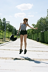 Goatklaw - Bershka Top, Vintage Belt, Levi's® Shorts, Primadonna Booties, Bershka Bag - STRIPES