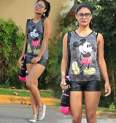 Siça Ramos - C&A Tshirt, Romwe Short, Foroni Bag - School look