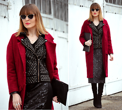 EWELYN D. - Oasap Coat, Dior Sunglasses - Long red coat