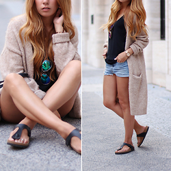 Teetharejade .com - & Other Stories Wool Cardigan, Mirrored Sunglasses, Mih Jeans Denim Shorts, Zara Black Top, Birkenstock Gizeh Sandals - The long cardigan