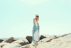 Rachel Lynch - Lulus White Hippie Lux Dress, Lulus Oahu Loves You Light Blue Lace Kimono, Wildfox Black Witch Baby Sunnies - Summer skin found another lover