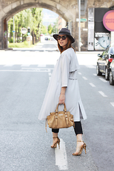 Who is Mocca? - Miu Bag, The Kooples Hat - On the streets