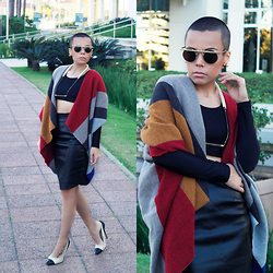Priscila Diniz - Scarve, Skirt, Necklace, Scarve Similar, Sunnies - Instagram @pri_diniz