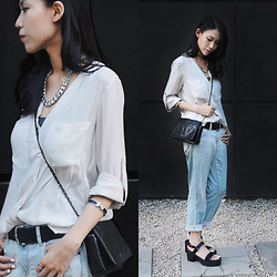 Audrey Tan - Chanel Woc, Hermes Arm Cuff, Uniqlo Ripped Jeans, H&M White Top - La Vie En Rose