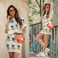 Cansın Ekşi - Style Moi Banana Crop Top, Style Moi Banana Skirt, Twist Orange Bag, Bilstore Mirror Sunglasses - Banana Day