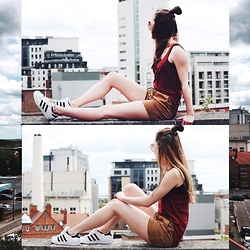 Paulina Bednarek - Adidas Superstar, H&M Shorts, H&M Top, H&M Sunglasses - Early birds flying oh so high