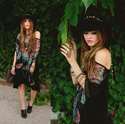 Bebe Zeva - Nastydress Feather Print Chiffon Batwing Top, Rings & Tings Bronze Chain Ring - Manifest destiny