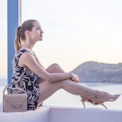 Ina Nuvo - Vero Moda Amazing Jumpsuit, Buffalo Nude Comfy Sandals, H&M Nude Bag - Evening Look on Mykonos