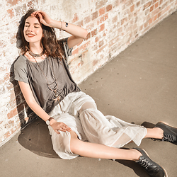 Elle-May Leckenby - Mink Pink White Lace Flow Skirt, Susana Galanis Age Of Gods Necklaces, Grey Two Tone Tee, Navy Leather Flats - Sun baking