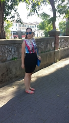 Angelica Giannini - London Top, H&M Skirt, Hype Sunglasses, Les Tropeziennes Flats - Gonna a tubo e top a stelle e strisce