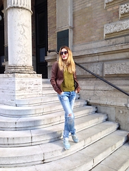 Iva S. - Zara Ripped Jeans, Nike Air Max Thea, H&M Green Jumper, Mustang Leather Jacket - Spring start