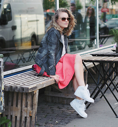 Stine Mo - Topshop Midi Skirt, Nike Air Force 1 - Getting dinner