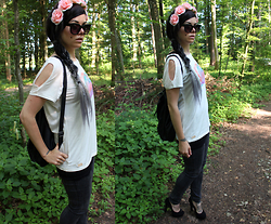 Anja - Protest White Girl Shirt With Print And Cutout Sleeves, New Look Simple Ring Set Silver / Gold, Primark Floral Headband In Pink, Primark Black Sunglasses, Primark Black Backpack - And Out Come The Wolves.
