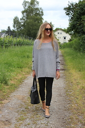 WMBG . - Headhunter Poncho, Zara Sandals, Hermës Bag, Ray Ban Sunglasses - Headhunter: Cashmere Poncho