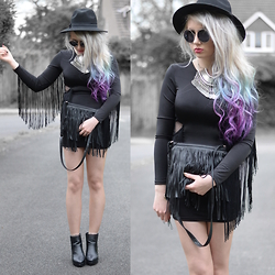Sammi Jackson - Modekungen Fringed Dress, Oasap Coin Necklace, Primark Fringed Bag, Topshop Alexy Boots - BLACK FRINGES